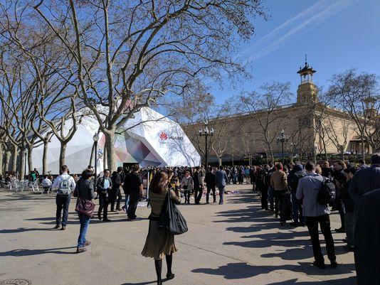 Huawei-crowd.jpg